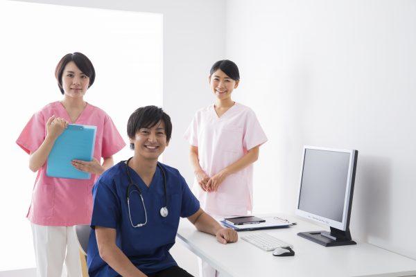 事業所からご利用者様の主治医に連絡します。